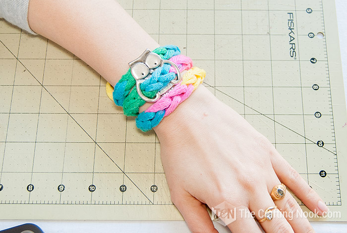 Ready to wear DIY 5-Minutes Mesh Yarn Knit Bracelet