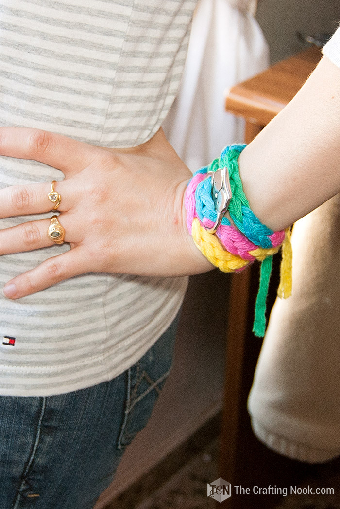 Wearable DIY 5-Minutes Mesh Yarn Knit Bracelet