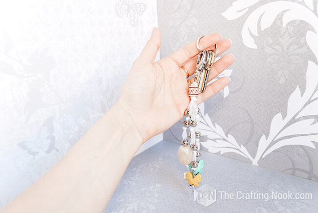 Create this pretty Keychain with beads and pretty butterflies
