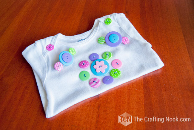 Button-Hair-Clips-and Onesie-DIY