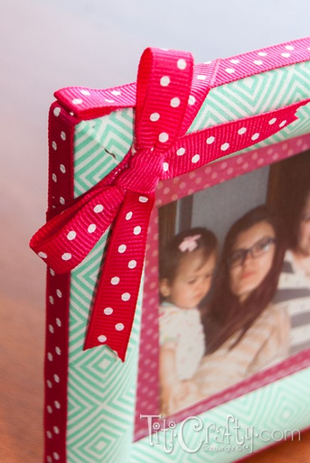 Ribbon-and-Masking-Tape-Aunties-Photo-Frame-Bow