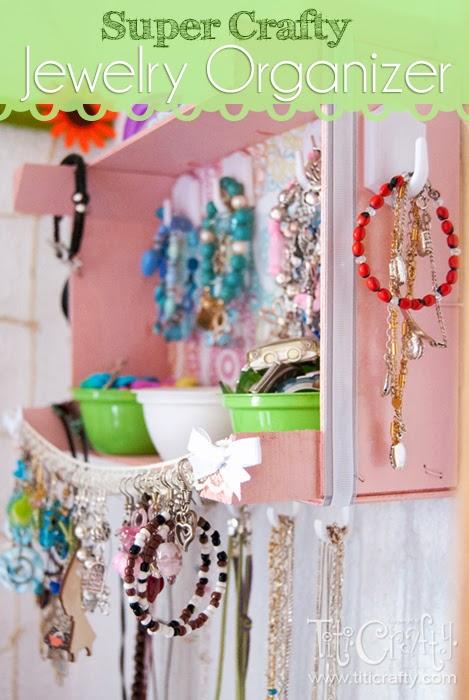 DIY Super Crafty Jewelry Organizer #jewelryorganization #organizerideas #organizationideas