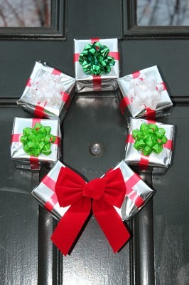 Simple DIY Gift Box Wreath