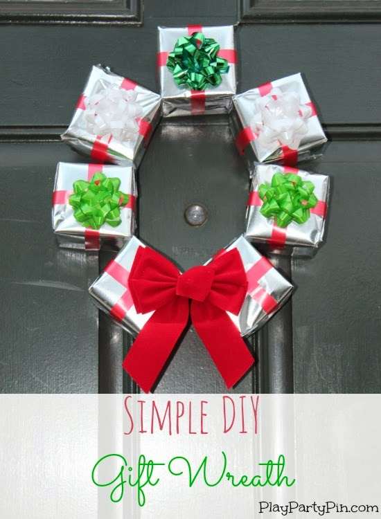 Simple DIY Gift Box Wreath #Christmaswreath #Christmasidea