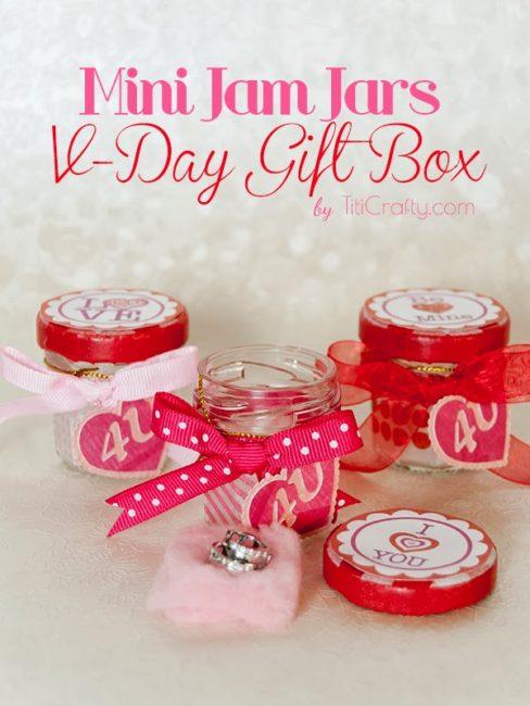Mini Jam Jars Valentine's Day Gift Box DIY #Tutorial #ValentinesDayGifts #freeprintable