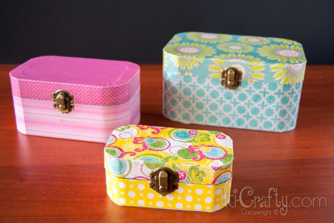 DIY-Cute-and-Simple-Mod-Podge-Wooden-Jewelry-Box