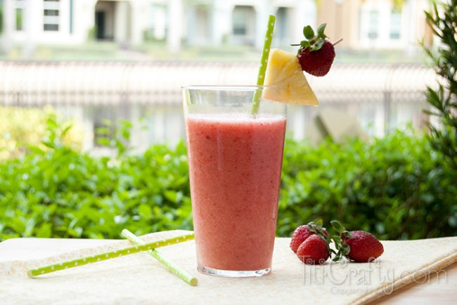 Pineapple-Strawberry-Banana-Smoothie