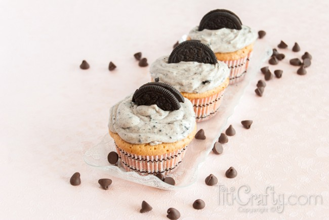 Oreo-Surprise-Cupcakes-Cookies-Cream-Frosting-Recipe-yummy