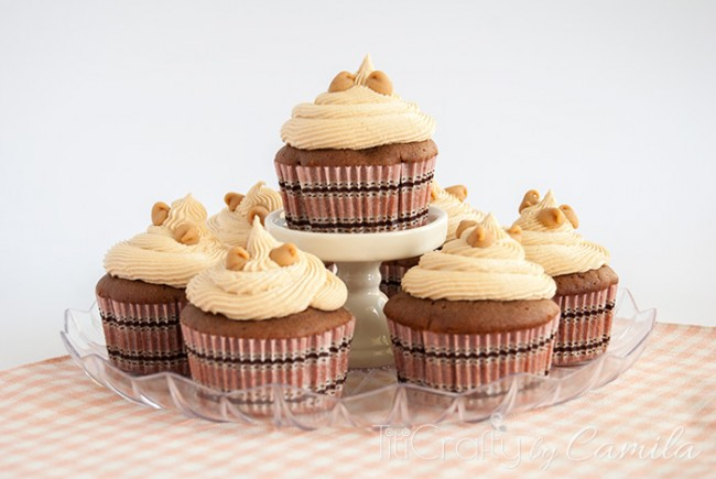 Reese's Peanut butter Chips Cupcakes with White Chocolate Chips Frosting