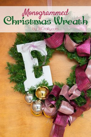 DIY Monogrammed Christmas Wreath Tutorial #Christmaswreath #Christmasdecor