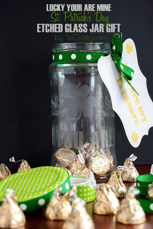 St. Patrick's Day Etched Glass Jar Gift #Tutorial #Silhoeutteproject #etchedglass #etchedglasstutorial