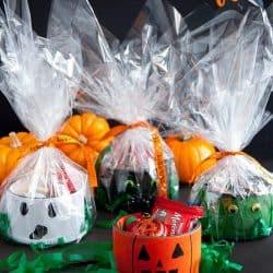 Upcycled Tape Rolls Halloween Gifts #hallween #hallweencrafts #hallweentreat