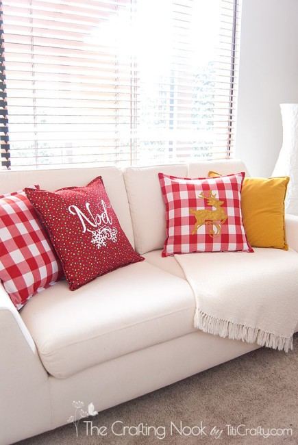 DIY-Red-and-White-Christmas-Pillows-Noel