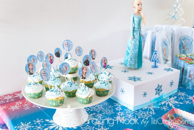 Frozen-Themed-Birthday-Party-cupcakes-cakes
