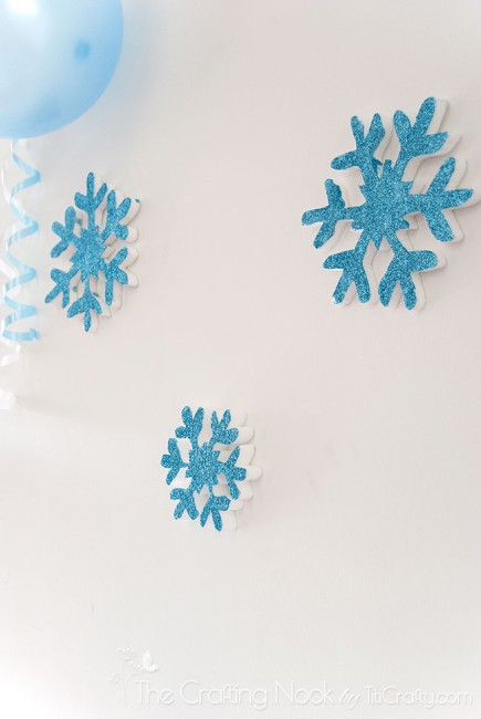 Frozen-Themed-Birthday-Party-snowflakes