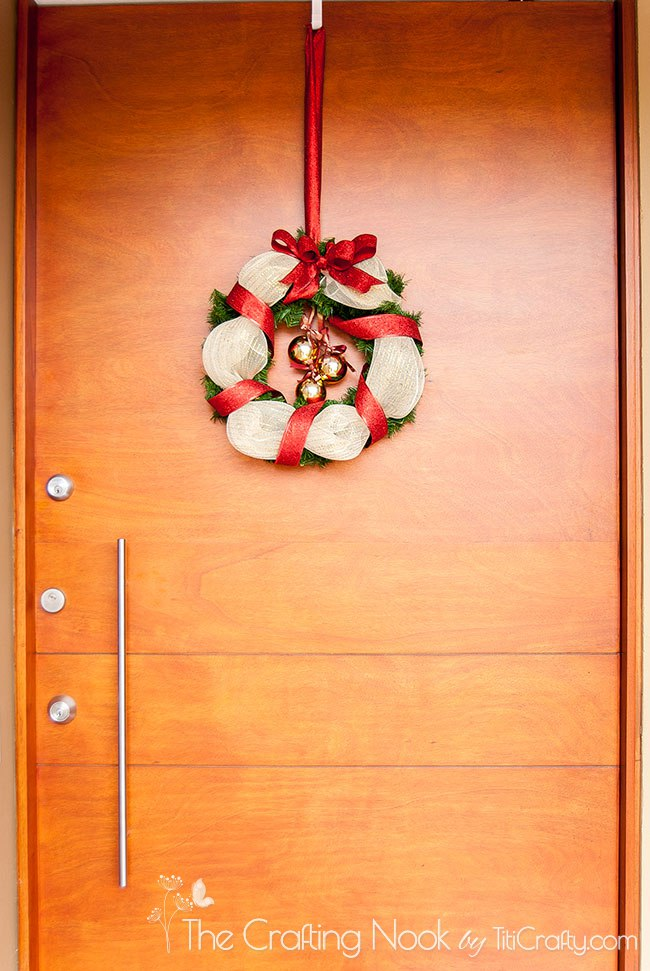 How-to-Make-Gold-and-Red-Christmas-Wreath-door