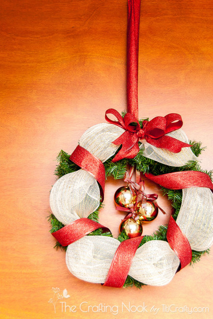 How-to-Make-Gold-and-Red-Christmas-Wreath-pretty