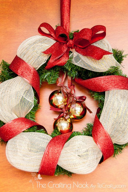 How-to-Make-Gold-and-Red-Christmas-Wreath-simple
