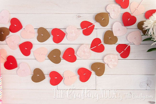 Valentines-Day-Easy-Paper-Heart-Garland-easy