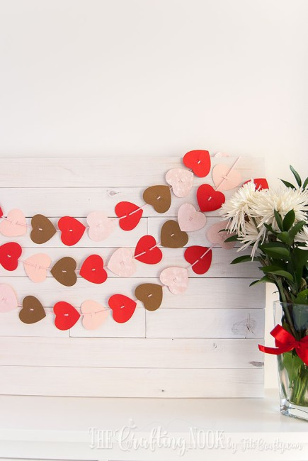 Valentines-Day-Easy-Paper-Heart-Garland-perfect