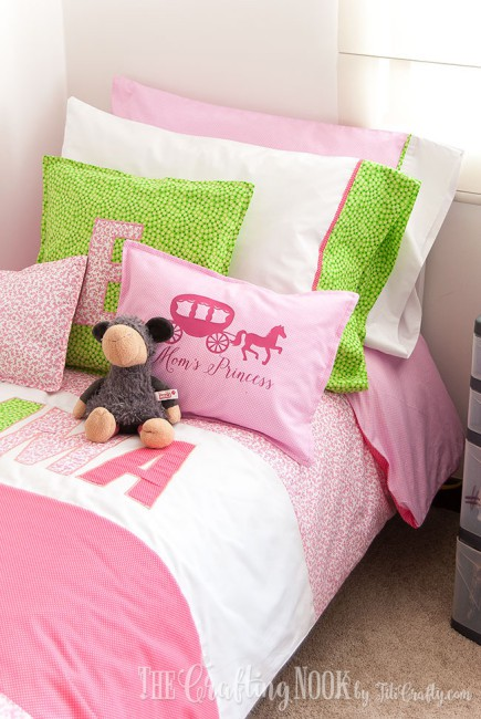 Bedding-Set-for-Girls-lots-pillows