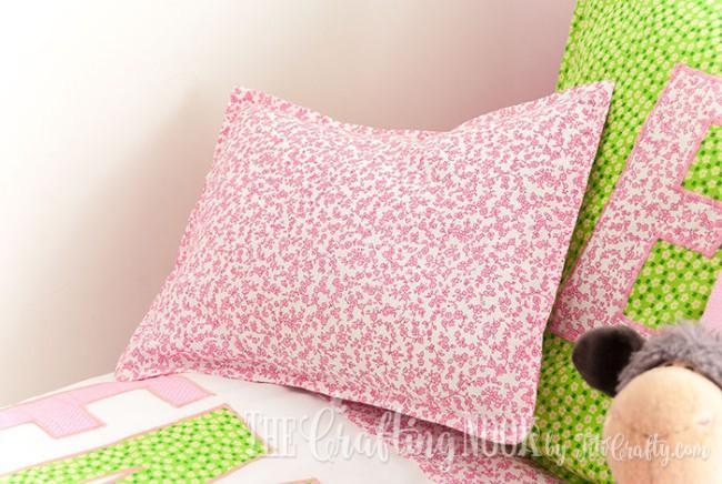 Bedding-Set-for-Girls-pillows