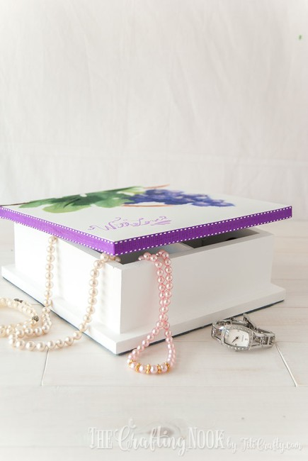 DIY-Painted-Jewelry-Box-ribbon