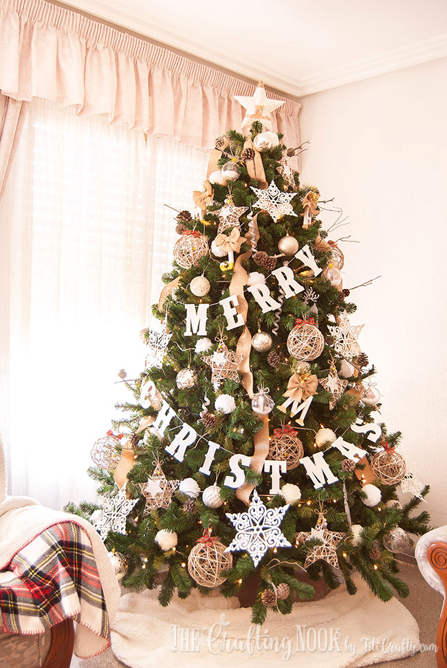 neutral-rustic-christmas-tree-stars