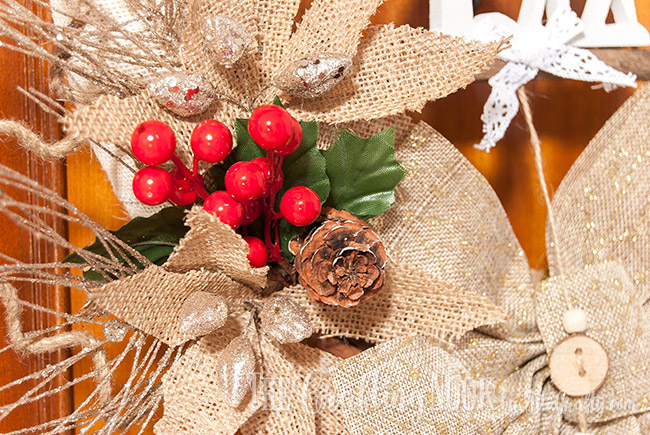 rustic-burlap-christmas-wreath-pinecone