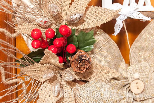 rustic-burlap-christmas-wreath-pinecone