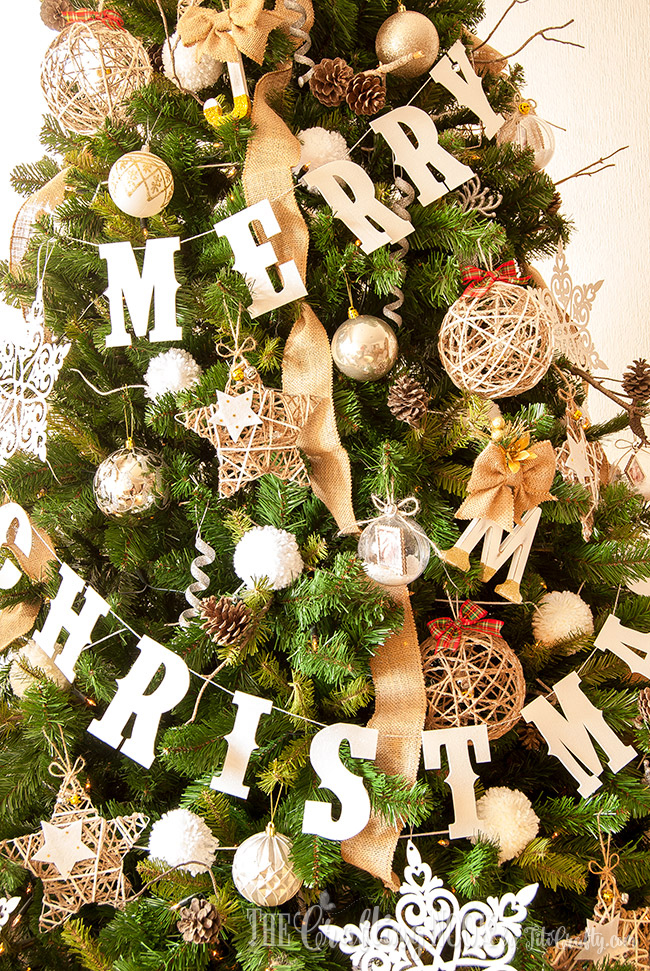 diy-glittered-merry-christmas-banner-sparkly