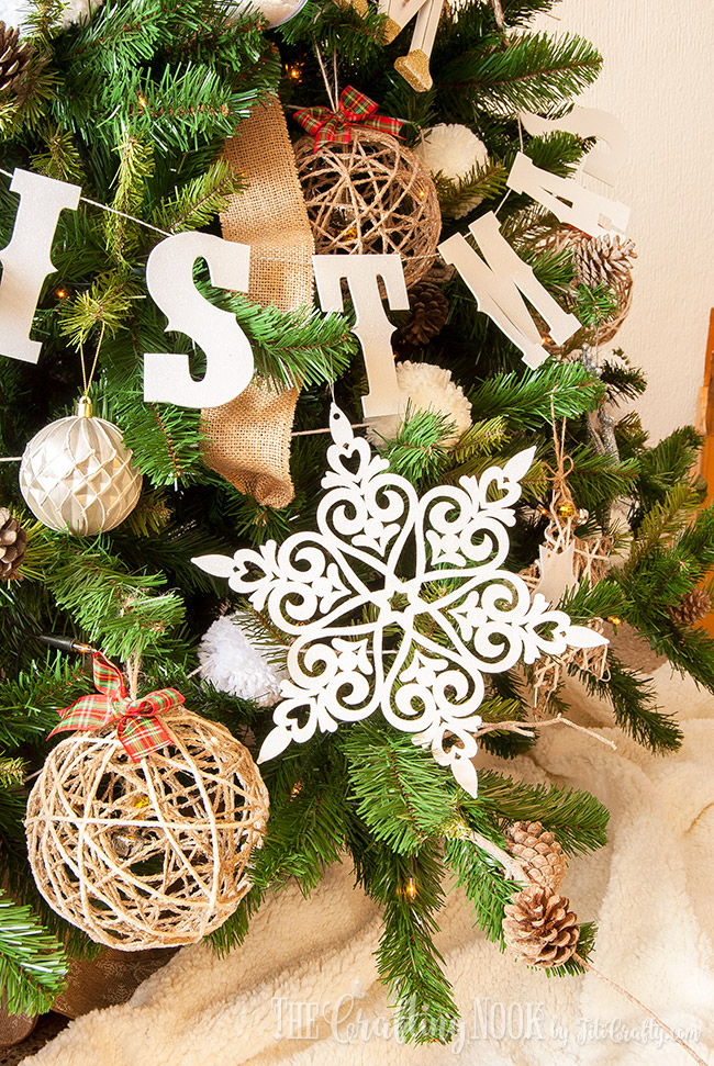 easy-glittered-snowflake-christmas-ornament-decor