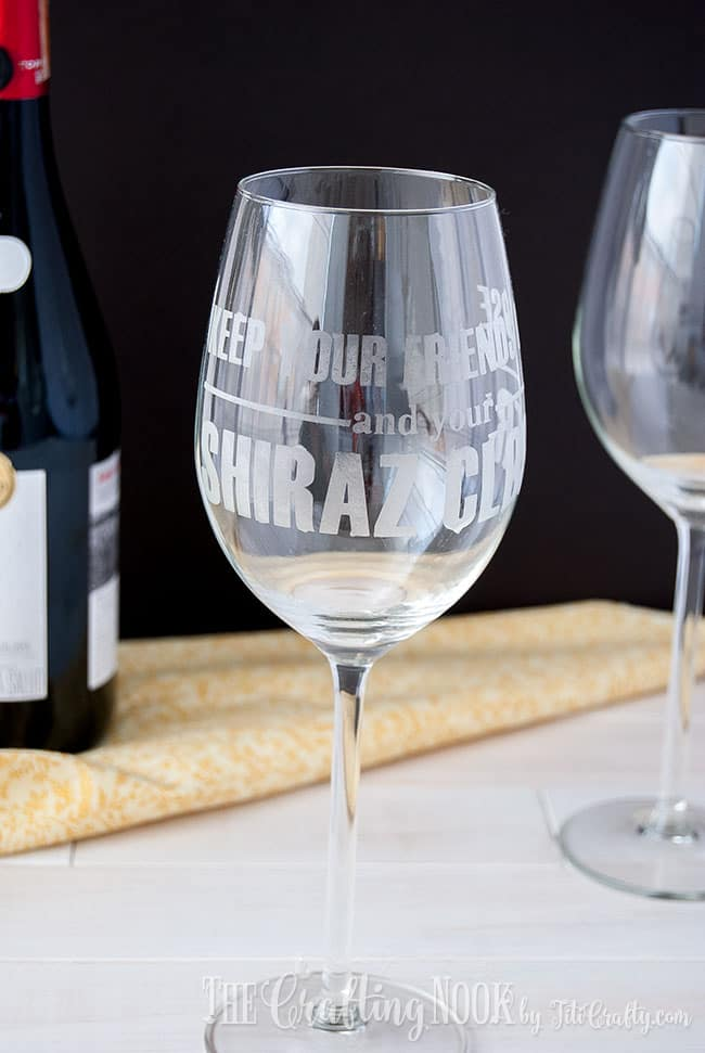 shiraz-etched-wine-glass-shiraz-lover