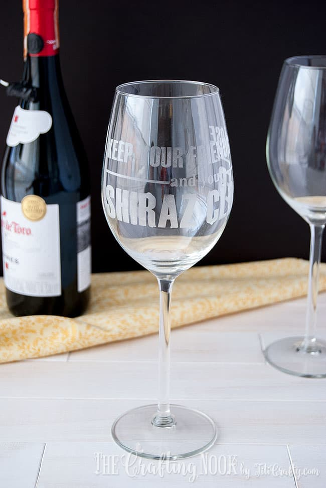 shiraz-etched-wine-glass-personalized