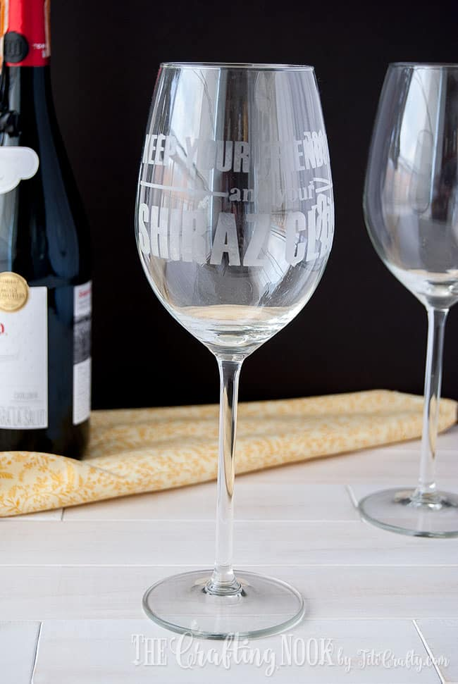 shiraz-etched-wine-glass-wine-lover