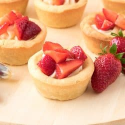 Strawberries and Cream Cookie Cups Recipe