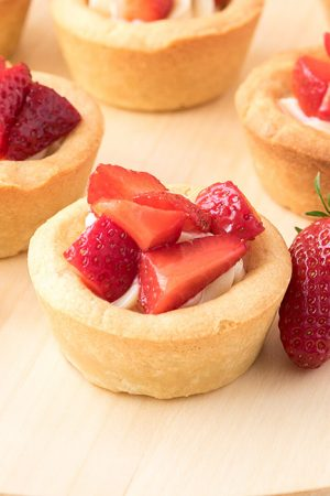 Strawberries and Cream Cookie Cups (Absolutely Mouthwatering)