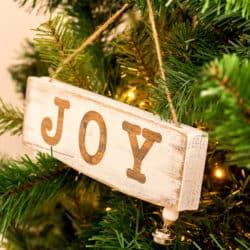 DIY Cute Mini Wood Sign Christmas Ornaments