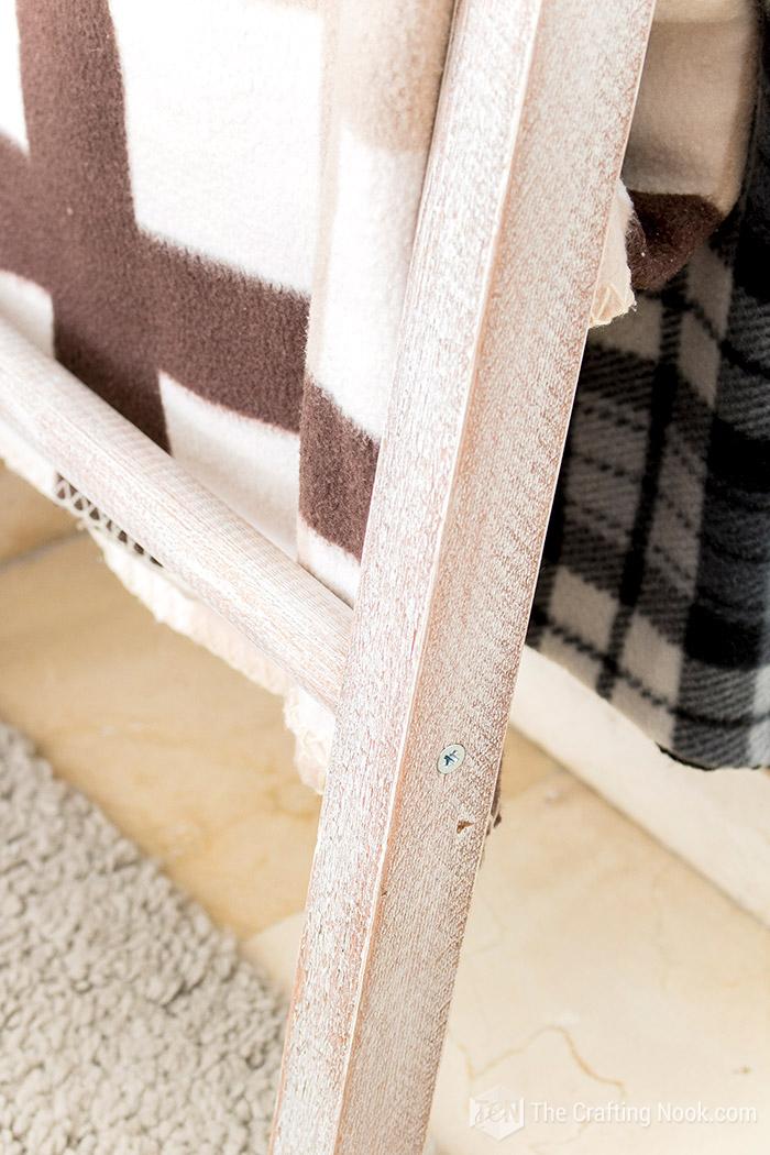 DIY Easy Rustic Blanket Ladder