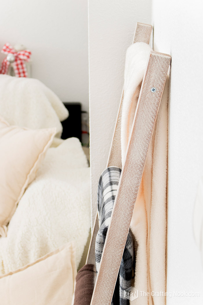 Pretty Rustic Blanket Ladder