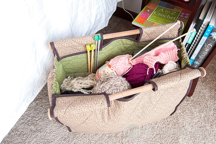 Crochet tote with pockets