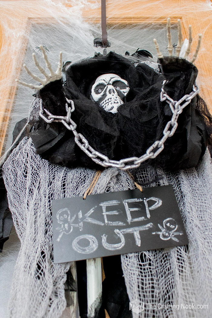Easy Halloween Skeleton Wreath-Spooky-door