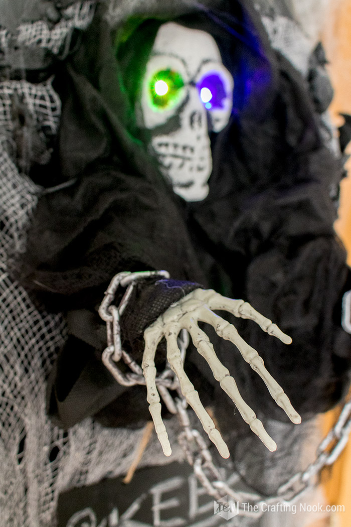 Easy Halloween Skeleton Wreath-creepy-eyes