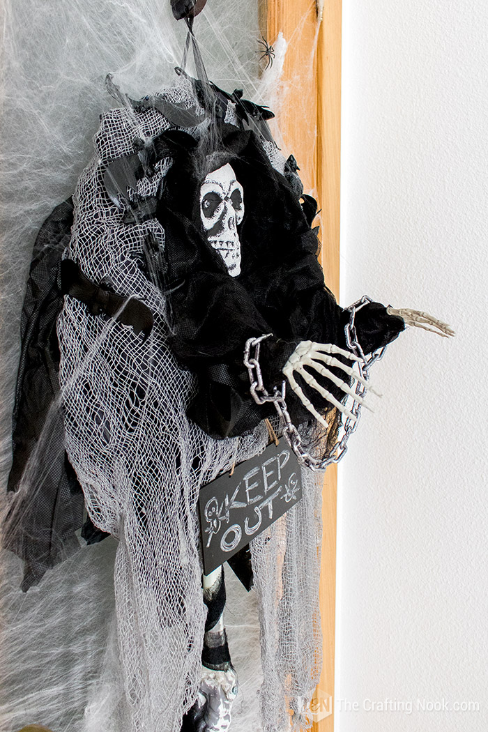 Easy Halloween Skeleton Wreath-creepy