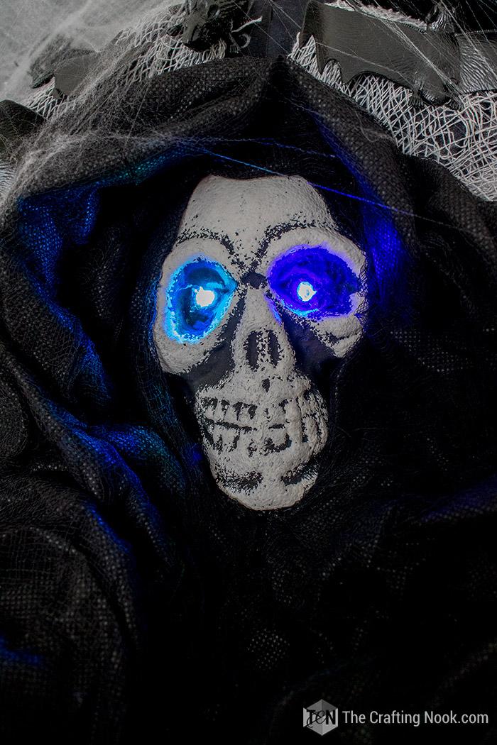 Easy Halloween Skeleton Wreath-light-eyes