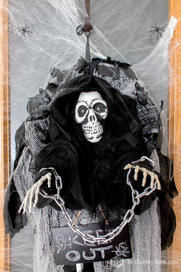 Easy Halloween Skeleton Wreath-spiderweb