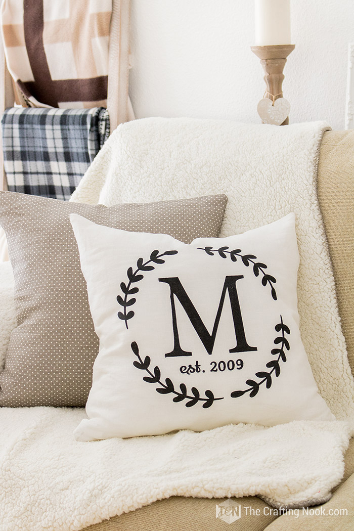 How to Make a Monogrammed Zippered Pillow Cover Easy