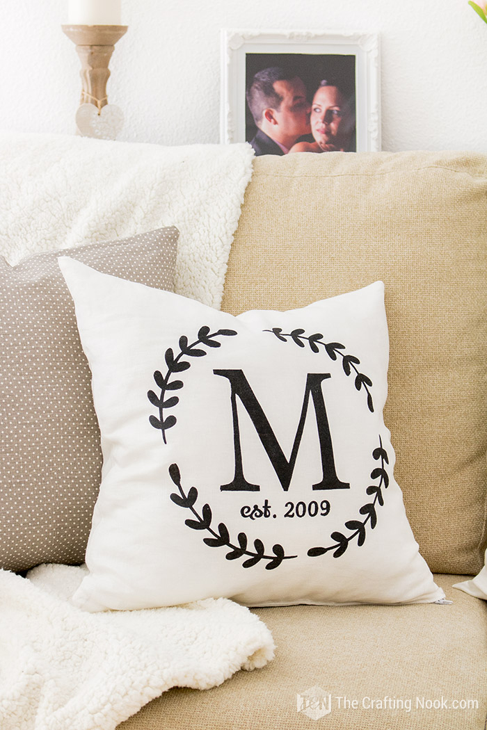 How to Make a Monogrammed Zippered Pillow Cover Decorative