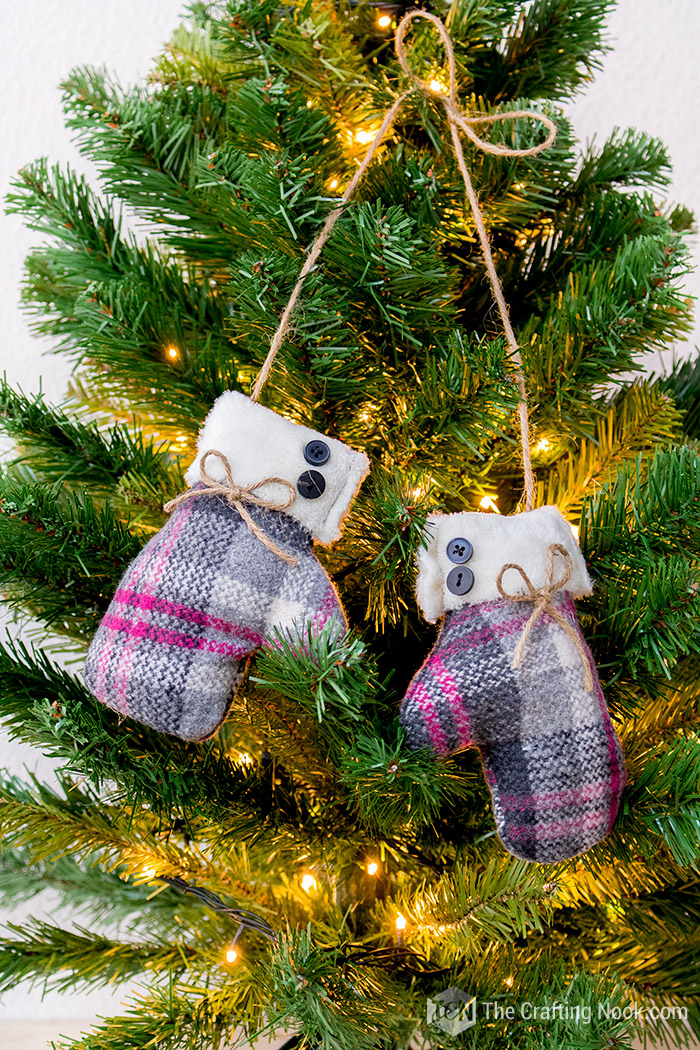 Easy Mittens Christmas Ornament