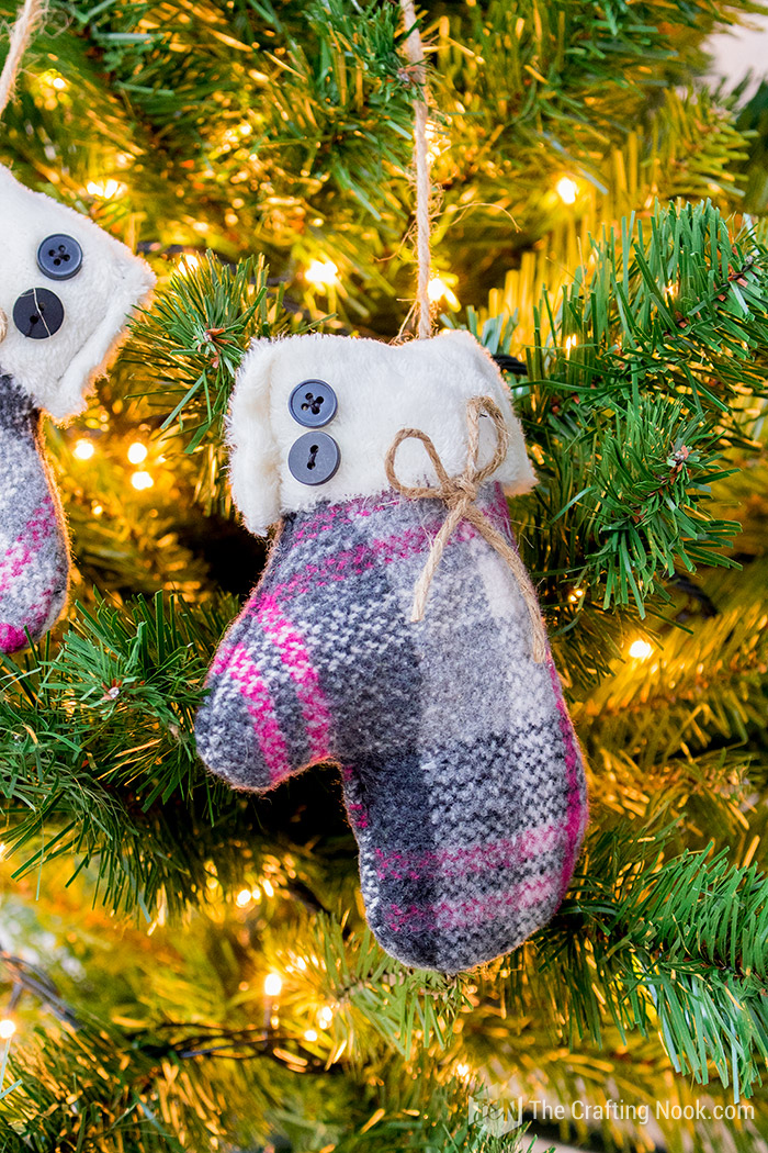 Easy Mittens Christmas Ornament DIY